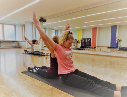Acro Yoga mit Jugendlichen