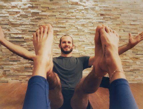 Partner-Yoga im Freiraum